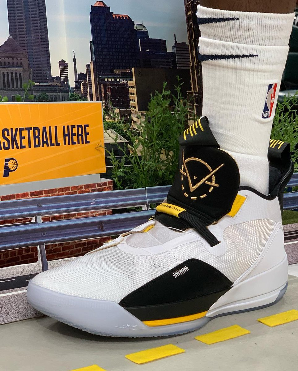 b6a9c40aa26 ... Air Jordan Pes: #solewatch: @vicoladipo Showing Off His Air Jordan 33  Pes