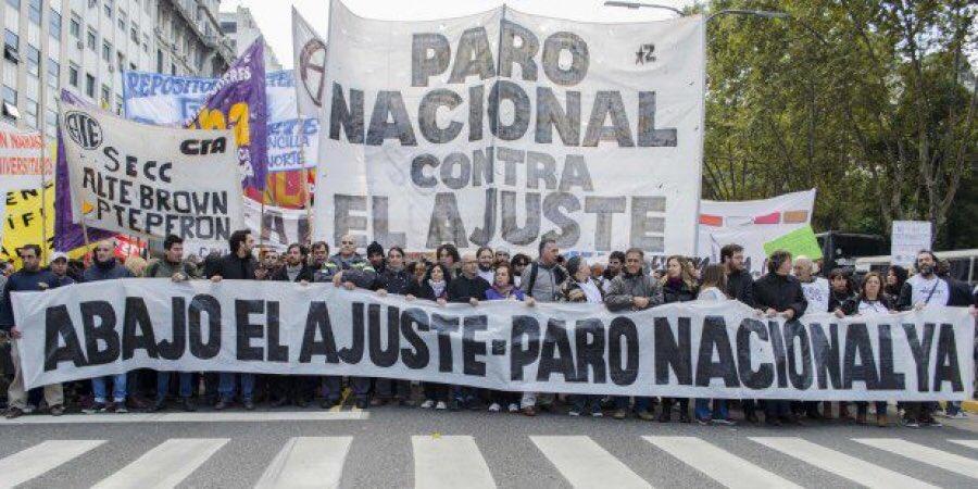 In #Argentina il 25 settembre è gia iniziato. Lo sciopero generale è di 36 ore. Migliaia di persone in piazza oltre la chiamata della #cgt contro governo e #FMI.  - Ukustom