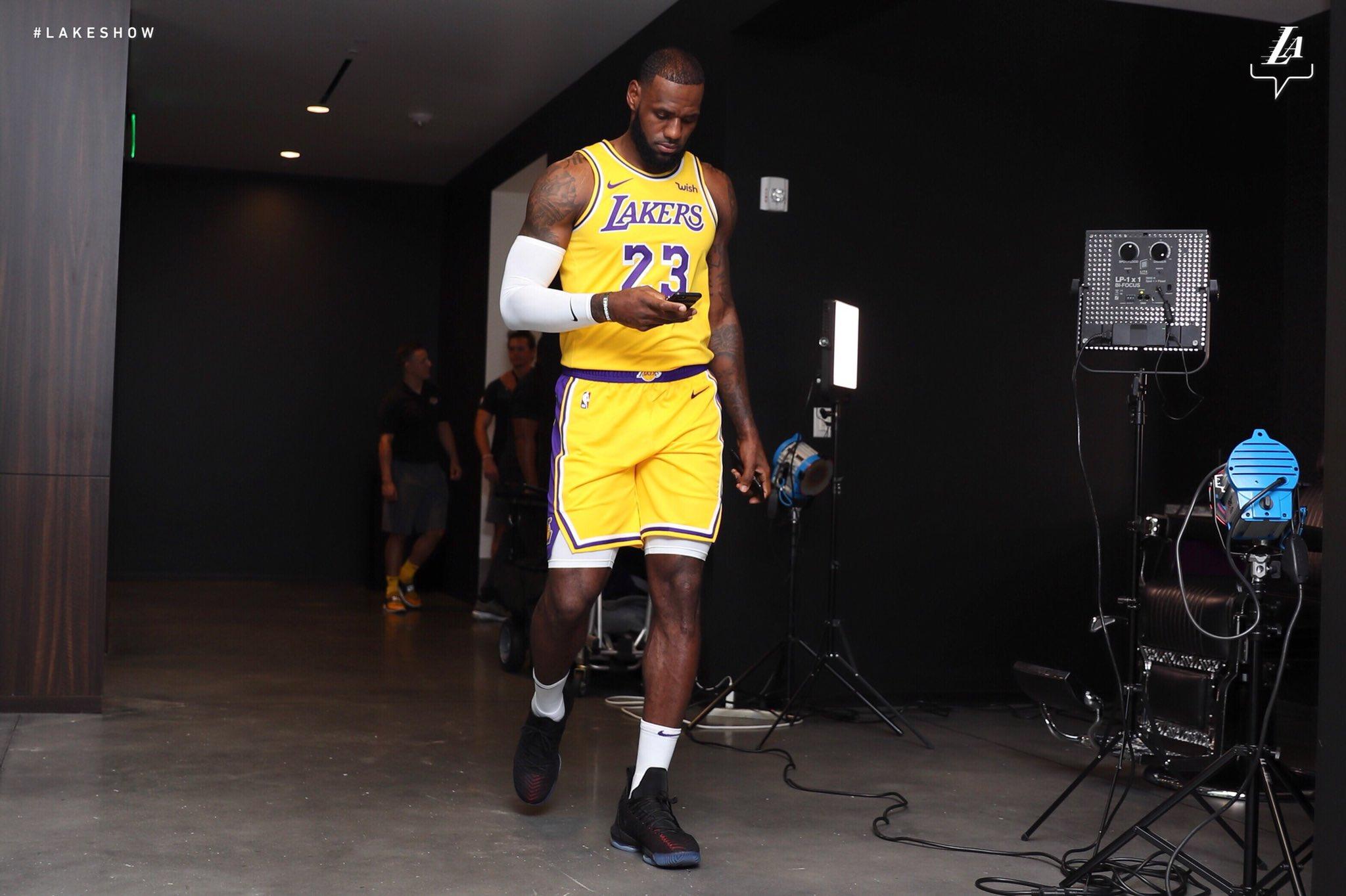 #2️⃣3️⃣ LeBron James Los Angeles Lakers https://t.co/LydrQ58eP1