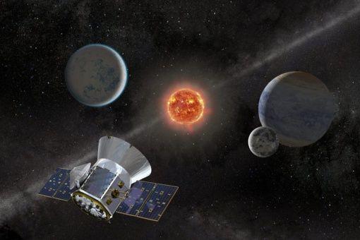 #Entérate🔍 | Descubre una supertierra y una tierra caliente en el espacio https://t.co/5SlyRQiXvF  La directora adjunta de ciencia de TESS, Sara Seager, señaló que los dos planetas son demasiado cálidos como para sustentar la vida pero esperan encontrar más hallazgos