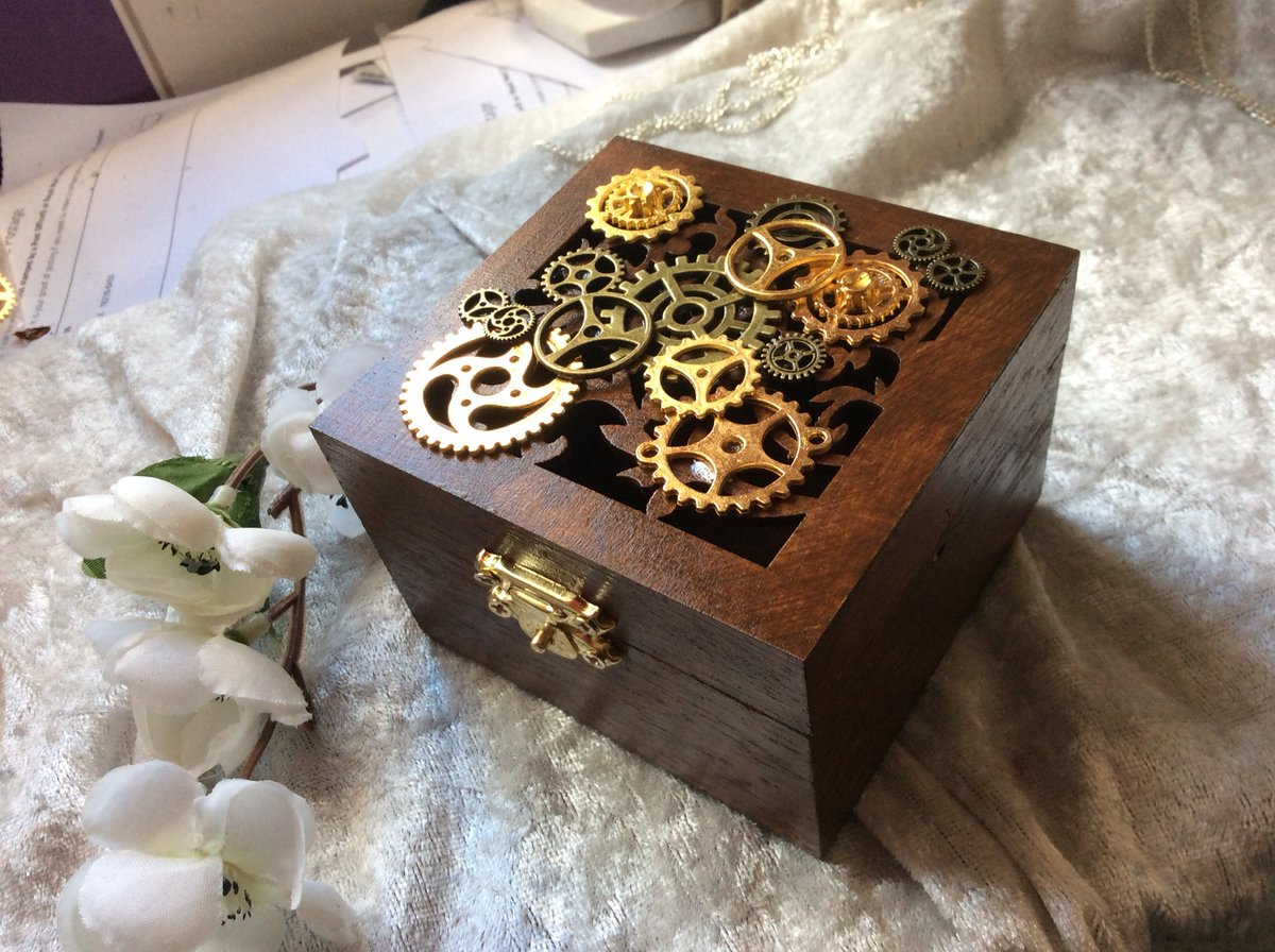 Steampunk vintage style jewellery gift box with machine style cogs #vintage #woodbox #steampunk #steampunkgiftbox #steampunkbox #vintagetheme #steampunktrinketbox  #giftbox #etsyseller #keepsakebox #trinketbox #etsy #etsyshop #etsyseller #etsyselleruk https://t.co/mQbABEX2h5