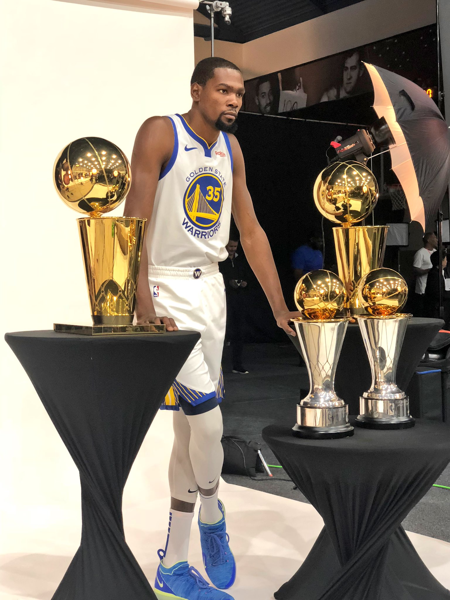 ����  Back-to-back #NBAFinals MVP... Kevin Durant! #NBAMediaDay https://t.co/ezgtRr918s