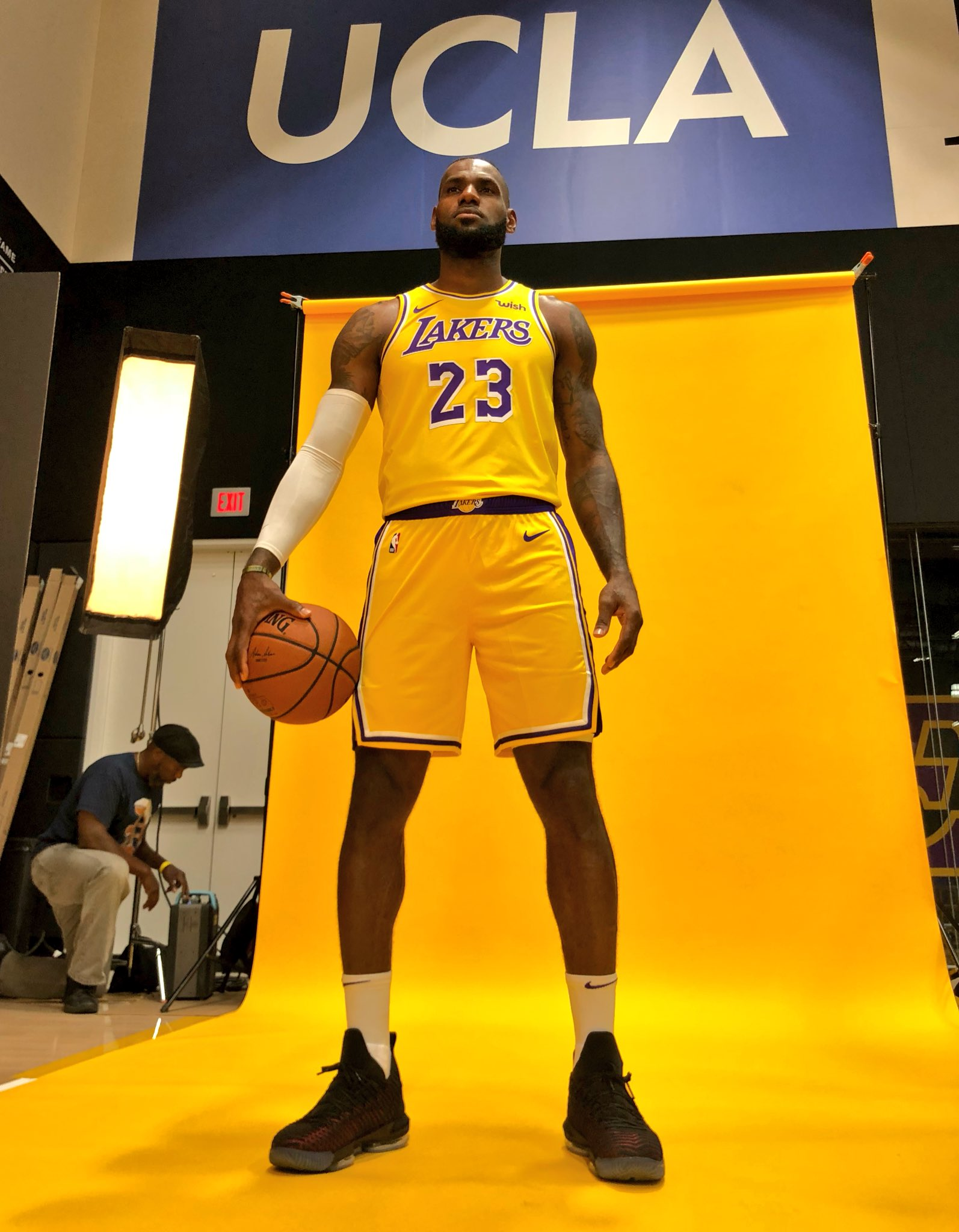 Standing tall at @Lakers Media Day! #NBAMediaDay https://t.co/ZpMHhuJIau