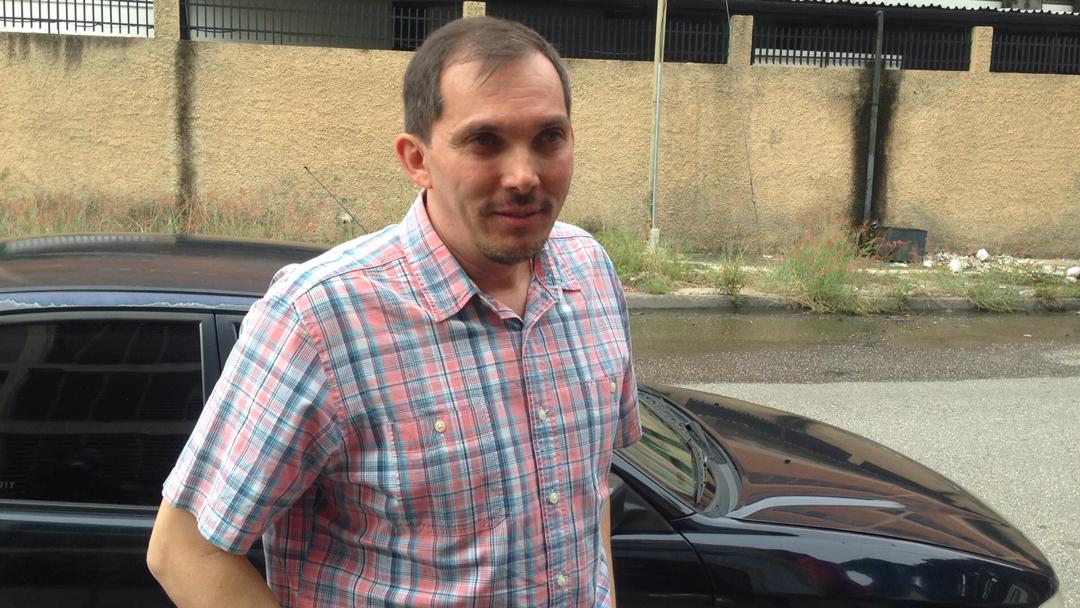 #AlertaSNTP | El periodista Isnardo Bravo (@isnardobravo) ya se encuentra en total libertad y no tiene ninguna citación adicional.   Le fueron devueltas todas sus pertenencias, incluido su pasaporte, el de su hija, su equipaje y su teléfono #24Sep