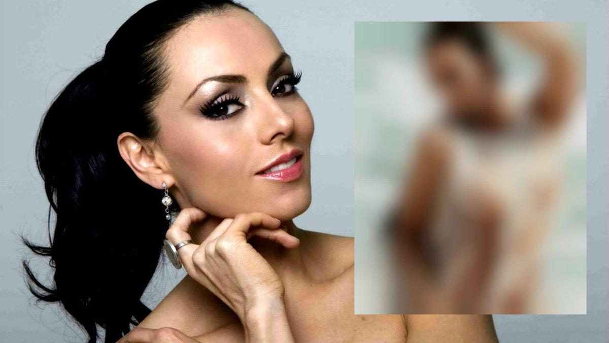 Actriz cantante desnuda Nude Photos 98