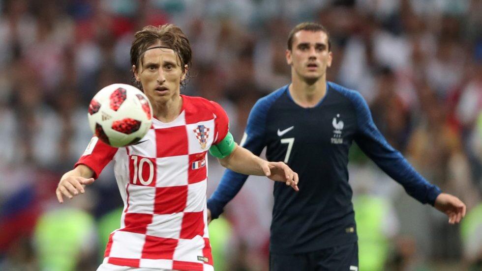 """Modric gana """"The Best"""" y supongo que Griezmann ganará el Balón de Oro. La tiranía de las dos bestias ha durado exactamente una década. Es una noche para la historia del fútbol. Mi más sincero aplauso para quienes lo hicieron posible y para la pelota ⚽️, que nunca miente."""