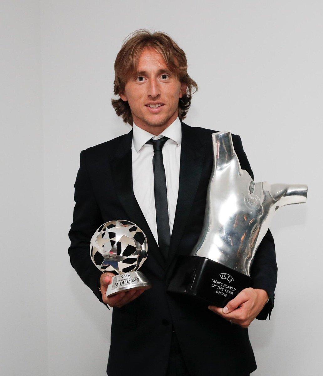 Luka Modrić na temporada 2017/2018: • Champions League 🏆 • Mundial de Clubes 🏆 • Supercopa da Europa 🏆 • Supercopa da Espanha 🏆 • Vice-campeão da Copa do Mundo 🥈 • Melhor jogador da Copa do Mundo 🏅 • Melhor jogador da europa 🏅 • Melhor jogador do mundo 🏅