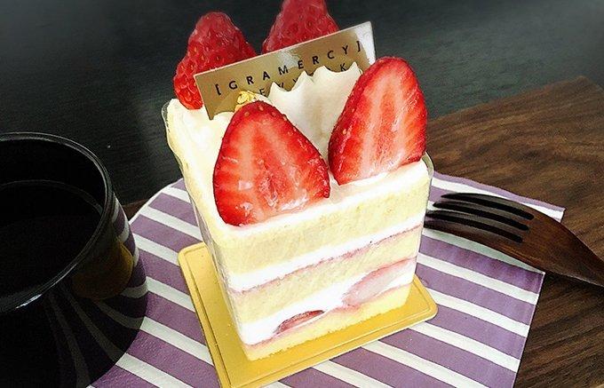 【NEW】 ショートケーキなのに冷凍? 解凍しても生クリームやスポンジのフワフワ感がお店で食べるのと変わらない不思議! パティスリー ラヴィアンレーヴの「苺ショートケーキ」 ⇒https://t.co/yBn15pcMKp シンプルだからこそ奥深い「#ショートケーキ」の世界☆