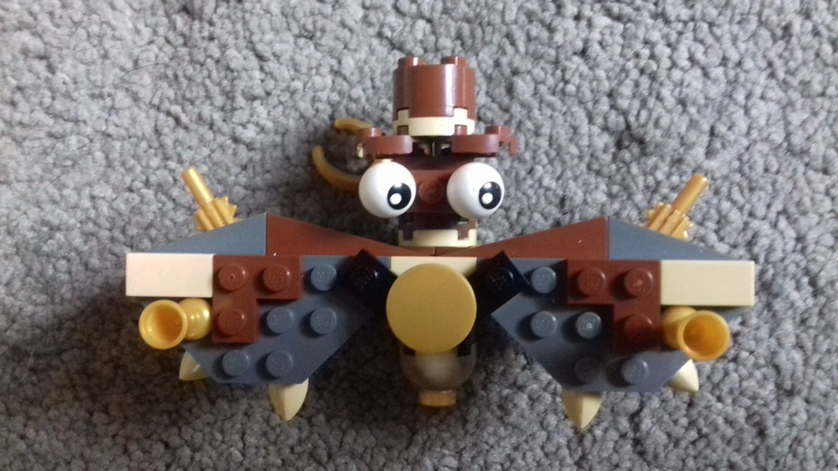#Geek 🤓 Awesome of the Day: #LEGO #Steampunk ⚙️ 'Babe-Bee' for The #PTSD Bee Project at @Oldham_Hour #UK 🇬🇧 via @OfficialMather #SamaGeek