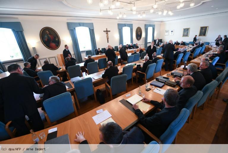 L'Eglise catholique allemande face à ses milliers de victimes d'abus sexuels https://t.co/9oO014E7Ss