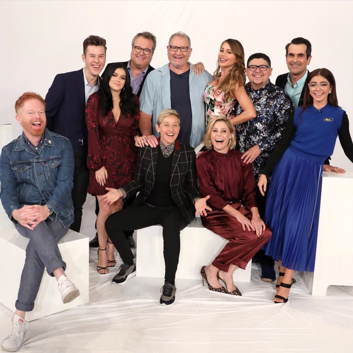 Me and a few of my friends drop into @TheEllenShow tomorrow! Tune in! Sept 25th #ModernFamily