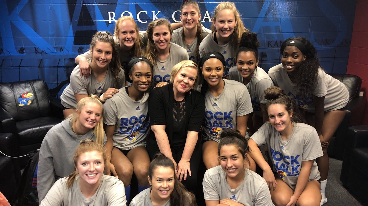 Thanks for sharing your wisdom with us today, Holly!   #KUvball<br>http://pic.twitter.com/XY81oPmlUE &ndash; à Horejsi Family Athletics Center