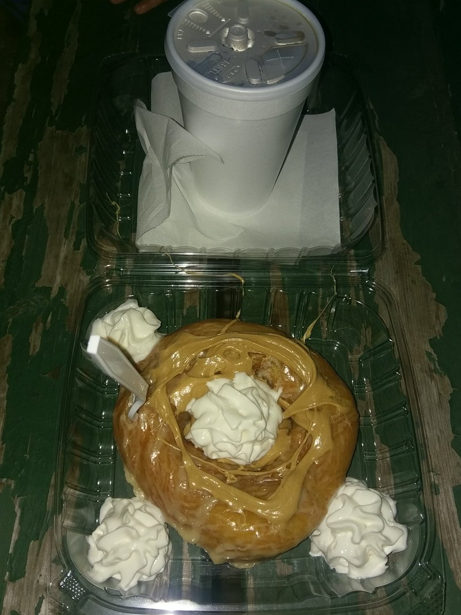 Giant Amish donut with peanut butter and whipped cream!!!   #Yum #delicious #FairWeek https://t.co/FNfL8Q6r6a