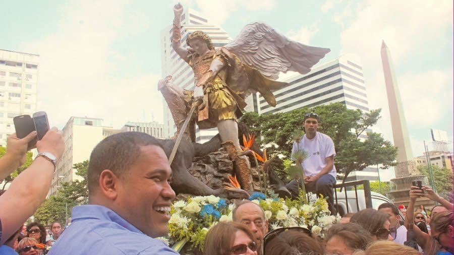 Se esperan más de 10 mil personas en procesión de San Miguel Arcángel en Caracas. Este próximo sábado 29 de septiembre, vamos todos acompañar esta seráfica iniciativa que hace años se realiza en la capital de Venezuela. San Miguel Arcángel reprende al narcorégimen de Miraflores.