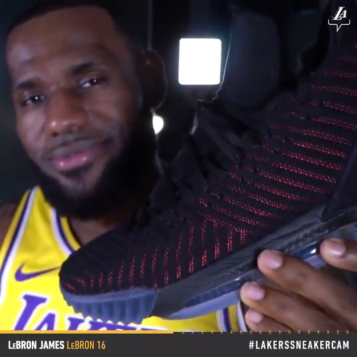 16's on ������  @KingJames | #LakersSneakerCam https://t.co/VgtXwC1v0P