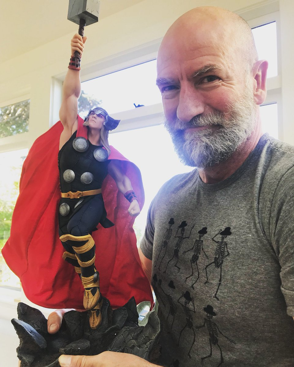 THOR – Avengers Assemble Statue  Dn67QP9UUAUlawN