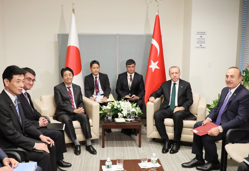 《総理の動き》9月24日(現地時間)アメリカ合衆国のニューヨークを訪問している安倍総理は、トルコ共和国のレジェップ・タイップ・エルドアン大統領と会談を行いました。https://t.co/LkV2Yz1NDa