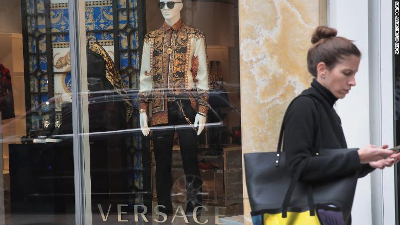 Michael Kors is buying Versace for $2 billion https://t.co/YmAUpx6Yz0