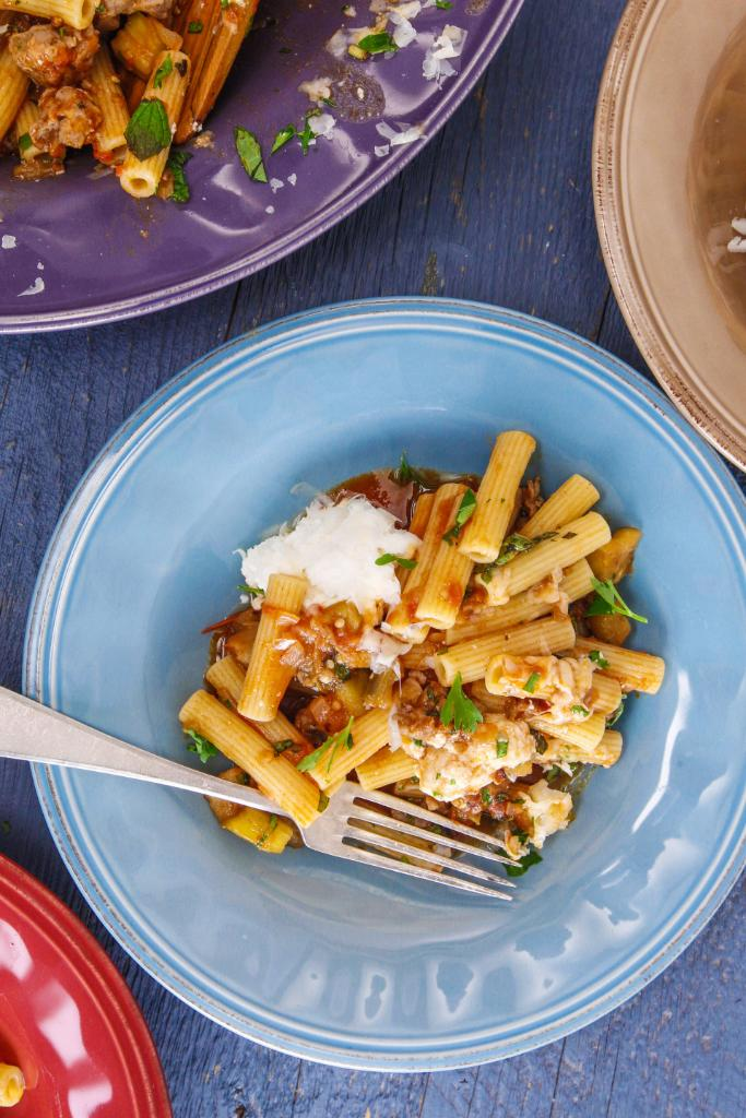 We got your dinner right here! Rachael's ziti and sweet-but-hot sauce with sausage + eggplant.  GET THE RECIPE: https://t.co/IYsBOSBma2