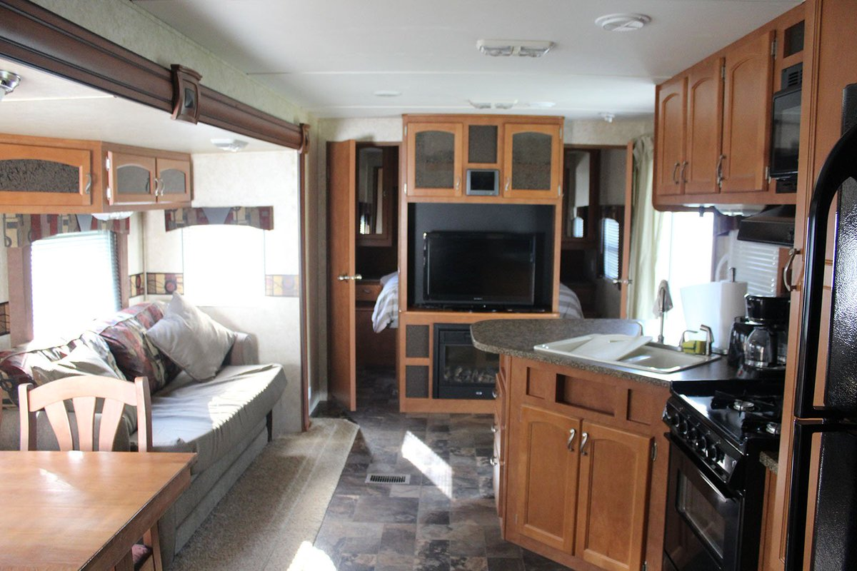 Remarkable Woodland Park Ont On Twitter The Rv Features Living Interior Design Ideas Gentotryabchikinfo