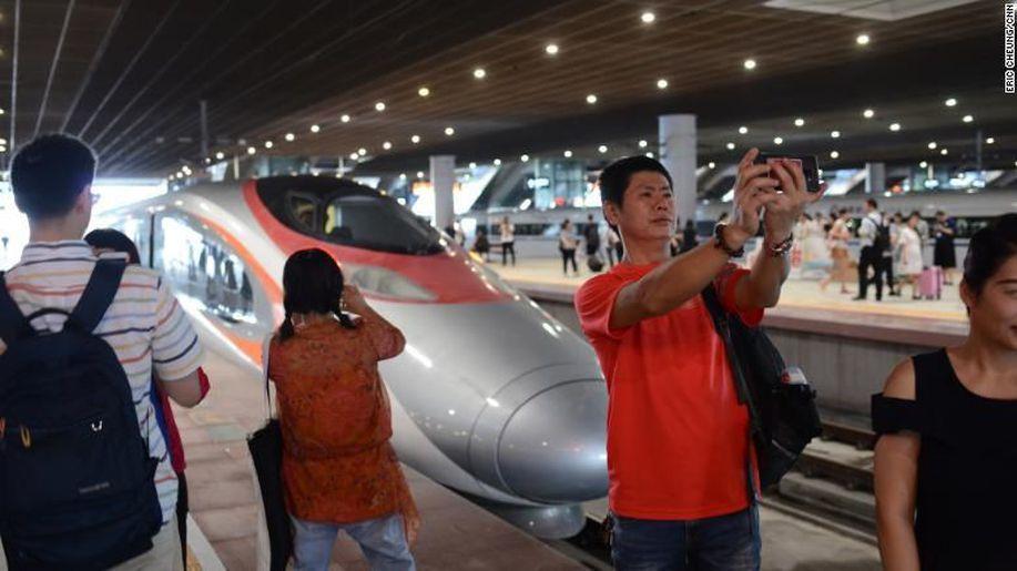 Hong Kong-China Resmi Tersambung Kereta Cepat Bernilai Rp 159 T https://t.co/SbDYLSwJJ2 via @detikfinance https://t.co/teqUi8anoK