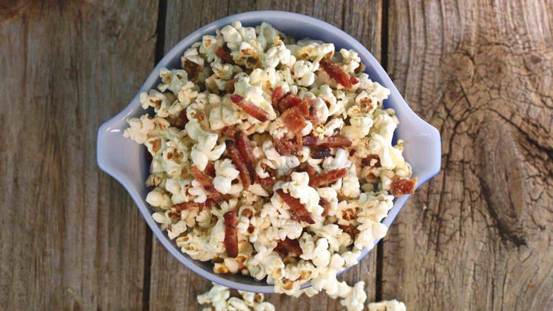 This maple-bacon popcorn recipe is perfect for your movie night or TV show binge  RECIPE: https://t.co/mJXGrslsMu