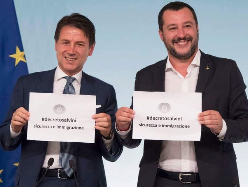 """Atreju, #Salvini con #Mentana... """"hai mai visto un Presidente del Consiglio..."""" """"Un Presidente del Consiglio?"""" lo interrompe Mentana e Salvini si corregge """"un vicepresidente del Consiglio""""... poi vedi #Conte col cartello in mano e capisci che non è lapsus linguae... #25settembre  - Ukustom"""