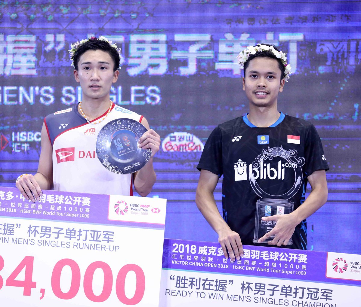 Anthony Sinisuka Ginting dan Kento Momota, juara dan runner-up China Open 2018.