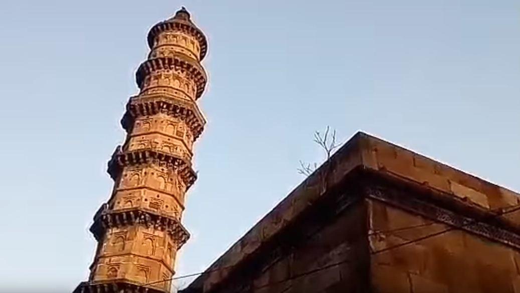 AMC removes dangerous portion of minaret of Ek Toda mosque in Dolatkhana area
