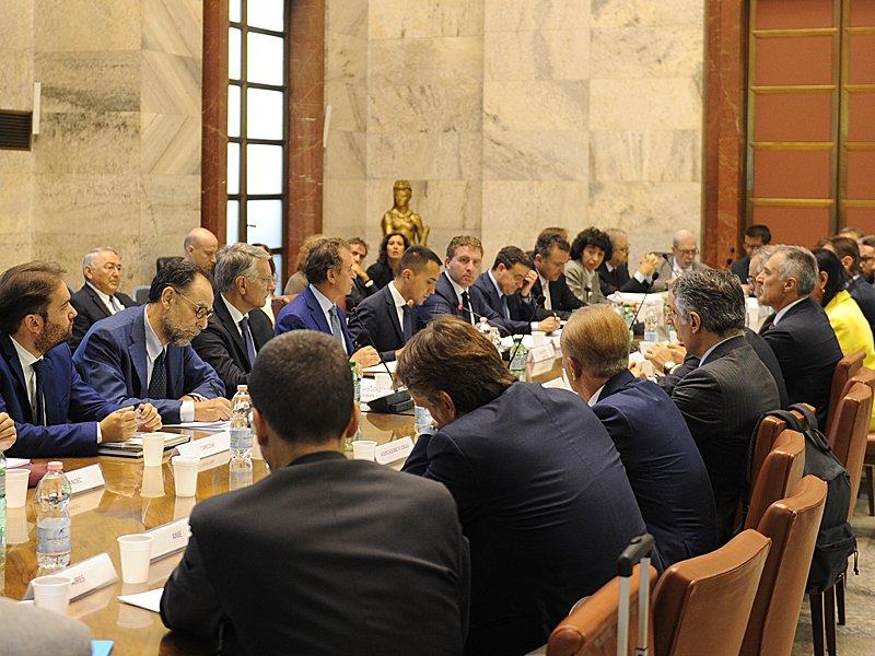 #ComunicatoStampa Il Ministro #LuigiDiMaio insedia il tavolo #TV 4.0. Compito del #MISE accompagnare questo processo di #transizionedigitale del sistema #radiotelevisivo #digitalTrasformation #SviluppoEconomico  http:// www.sviluppoeconomico.gov.it/index.php/it/per-i-media/comunicati-stampa/it/194-comunicati-stampa/2038631-tv-4-0  - Ukustom