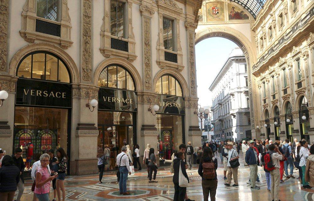 Grupo Michael Kors fecha acordo para comprar Versace por US  2,12 bilhões  https 68c4928721