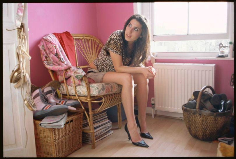 [#INSPIRATION] Une journée avec #AmyWinehouse en #photos →  https:// www.lense.fr/news/une-journee-avec-amy-winehouse-en-photos/  - FestivalFocus