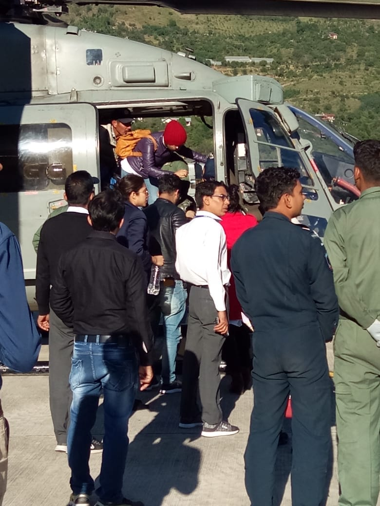 Himachal Pradesh: Five people including three women have been rescued from Patsio by an MI 8 chopper #HimachalRains