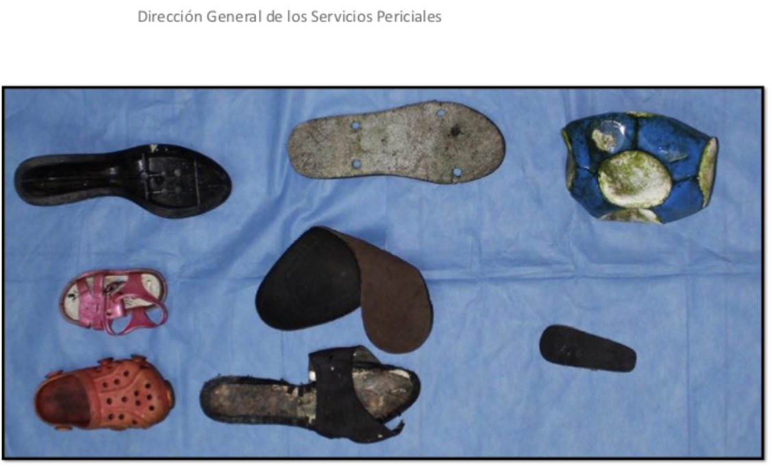 """""""El niño en la fosa""""   Sobre la ropa encontrada en fosas clandestinas en Veracruz, uno de los cuadros más trágicos de este sexenio.   [vía @ElFinanciero_Mx] 😔"""