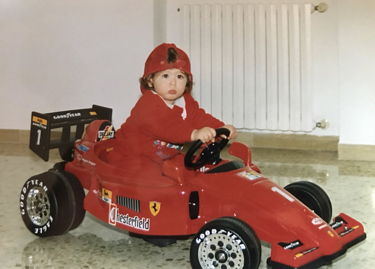1/2 Quando da bambino mi chiedevano cosa volessi fare da grande la mia risposta era: il pilota di @F1 . Oggi quello che sognavo da bambino si realizza e dal prossimo anno avró l'onore di essere pilota del team @alfa_romeo @SauberF1Team .