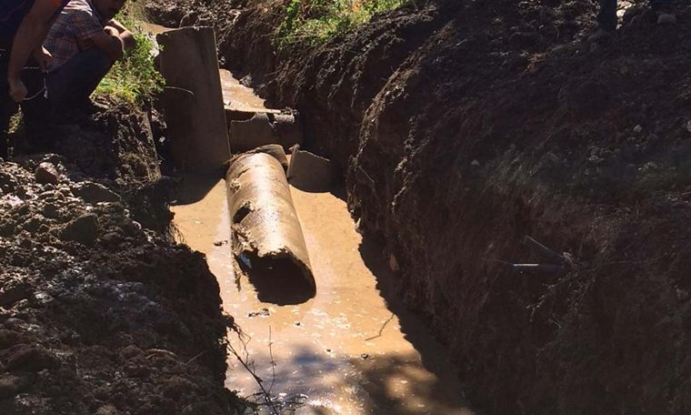 Su borusunun içine düşen işçi kayboldu https://t.co/YF7YRyRMff https://t.co/vcPMtuUEoV