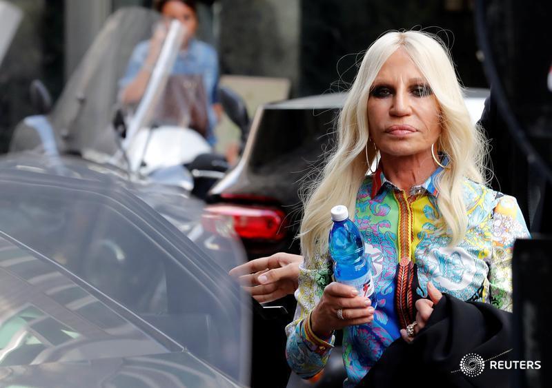 Michael Kors agrees to buy Versace in $2 billion deal https://t.co/ZmExOEvzWf $KORS https://t.co/uB9ZEN94Lx