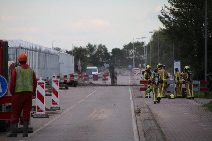 Tijdens wegwerkzaamheden aan de Zwethlaan in Honselersdijk is een CO2 leiding geraakt, brandweer is ter plaatse. https://t.co/S4czD22rKO