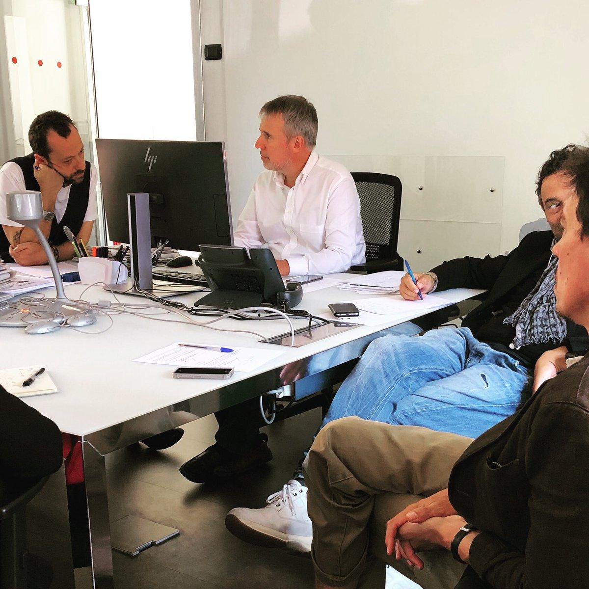 Riunione di redazione con il Direttore @gerrygreco. Vi aspettiamo giovedì alle 21.25 su #Rete4 con una nuova puntata di #WLItalia! https://instagram.com/p/BoJuw7tl27_/  - Ukustom