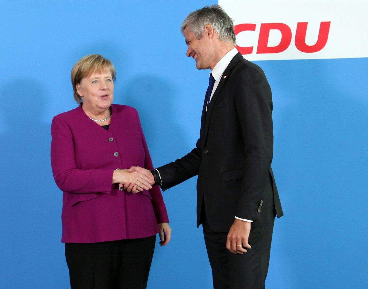 Hier à #Berlin avec Angela Merkel, l'une des grandes figures politiques de notre continent. Opposer une Europe contre une autre est la meilleure manière de nous mener dans le mur. On ne rebâtira pas l'Europe sur des divisions et des oppositions, mais sur l'écoute commune.