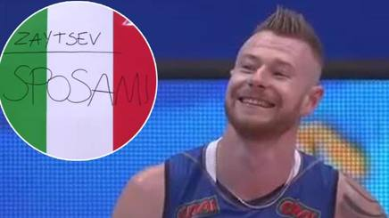 "VIDEO La tifosa espone il cartello ""#Zaytsev sposami"", e lo Zar scherza così... #volley http://rosea.it/99e2324chT #volley #pallavolo #news  - Ukustom"