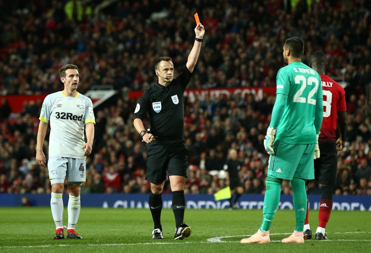 1 - Sergio Romero is the first Manchester United player to receive a straight red card at Old Trafford in any competition since Eric Bailly did so back in May 2017 against Celta Vigo in the Europa League. Bath.