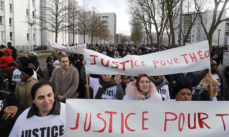 Fransa'da kadına taciz yasası devrede: İlk hapis cezası  https://t.co/KxbFQ3Dvsp https://t.co/bD93OICZnP