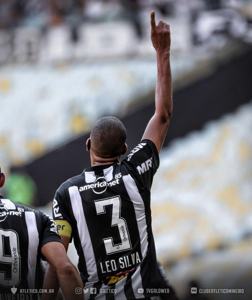 ☝🏾Só levanta a mão quem é o zagueiro com mais gols na história do #Galo e do Campeonato Brasileiro. Leonardo Silva, o Zagueiro Artilheiro.