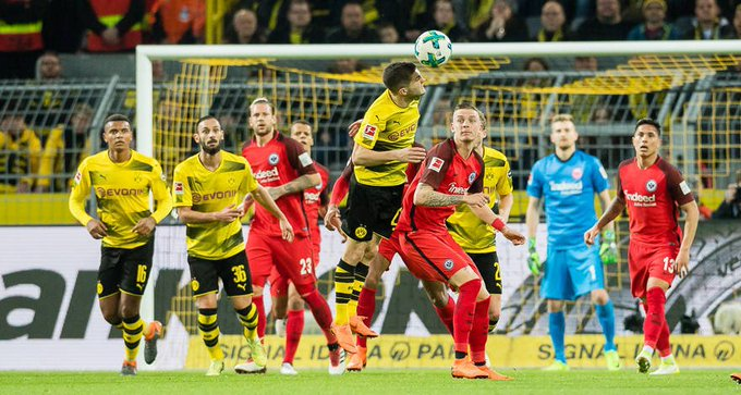 Hey, that guy next to @cpulisic_10 looks familiar 😉 👀 @mariuswolf27 #BVBSGE Foto