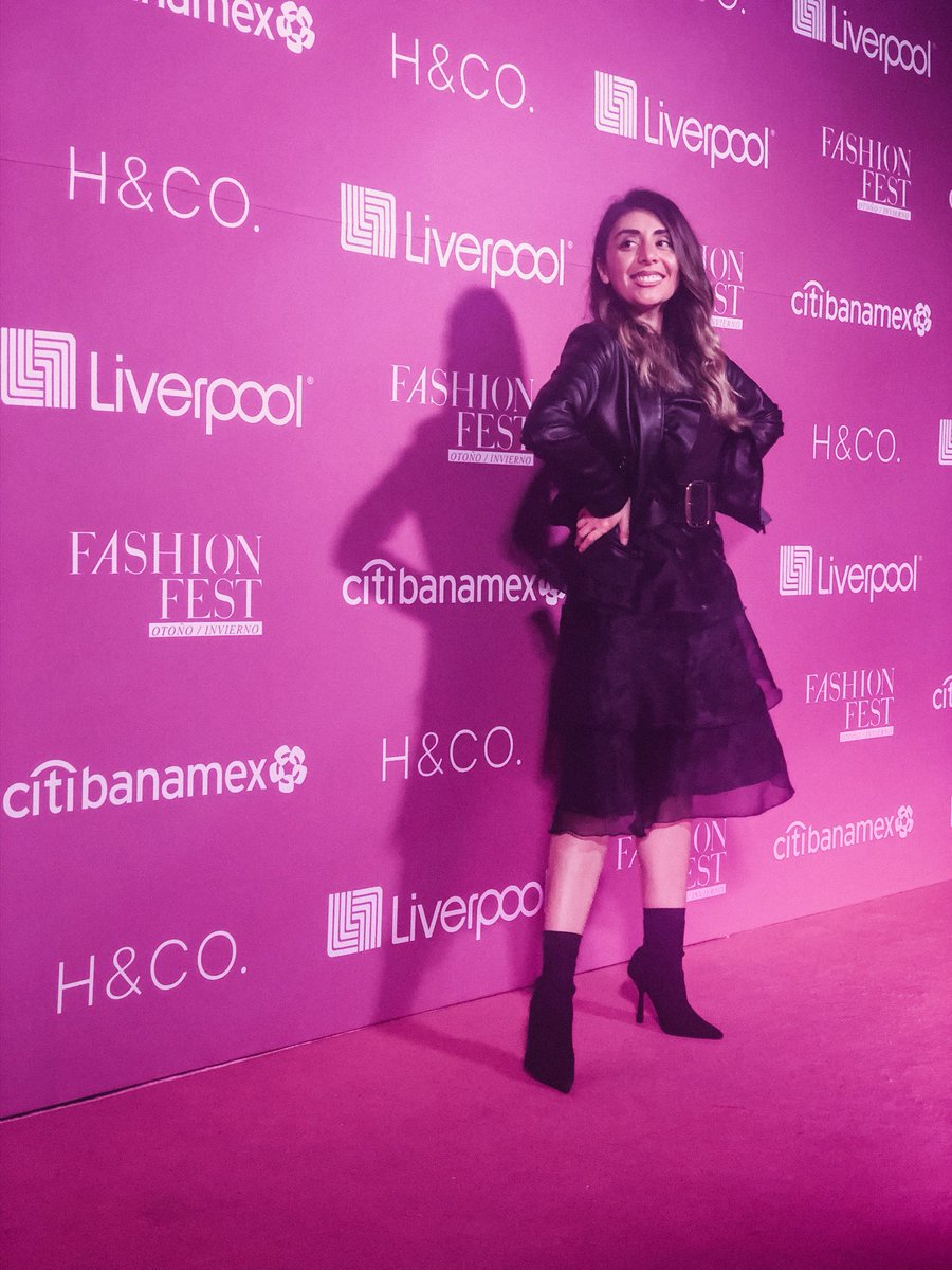 3696466ac2  FashionFest de  liverpoolmexico increíble experiencia  LiverpoolMX  pic.twitter.com e31JZ32Xi0 – at Foro Corona
