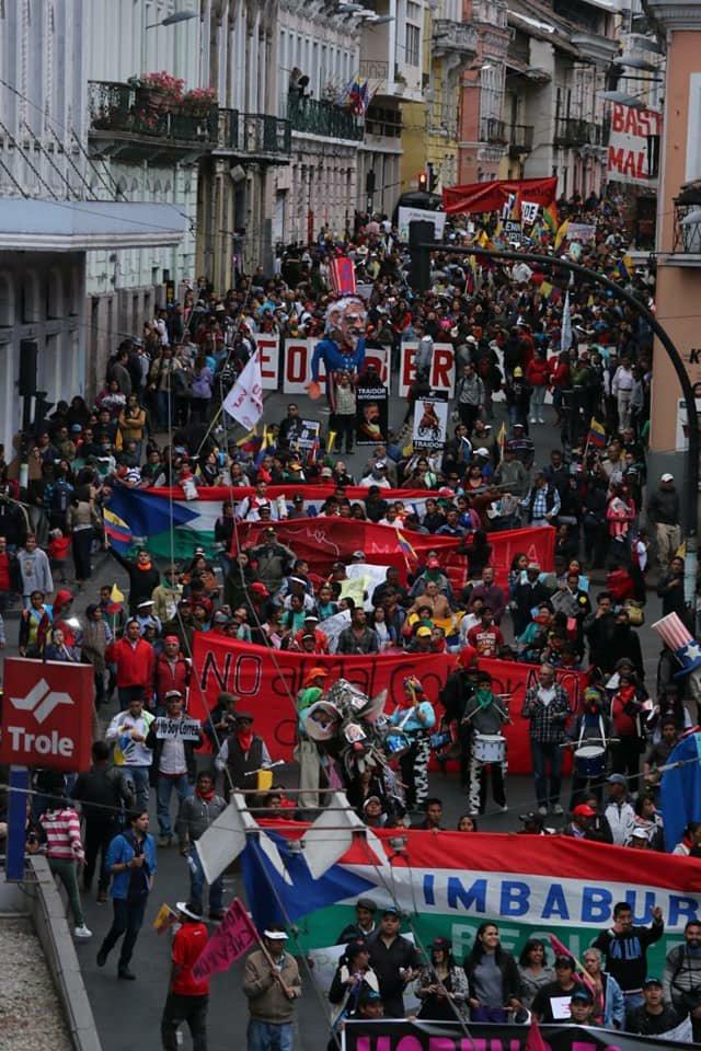 """Paola Pabón sur Twitter : """"Marcha Nacional Ecuador se moviliza y dice #MorenoEsPaquetazo… """""""