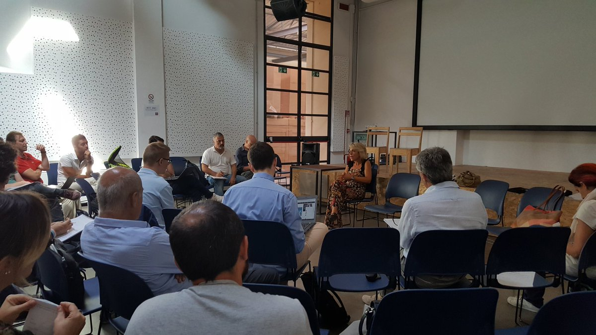 #ToscanaDigitale Operativi anche i tavoli di lavoro su Open Toscana e  infrastrutture, servizi e piattaforme digitali. @lau_castellani introduce gli argomenti.  - Ukustom