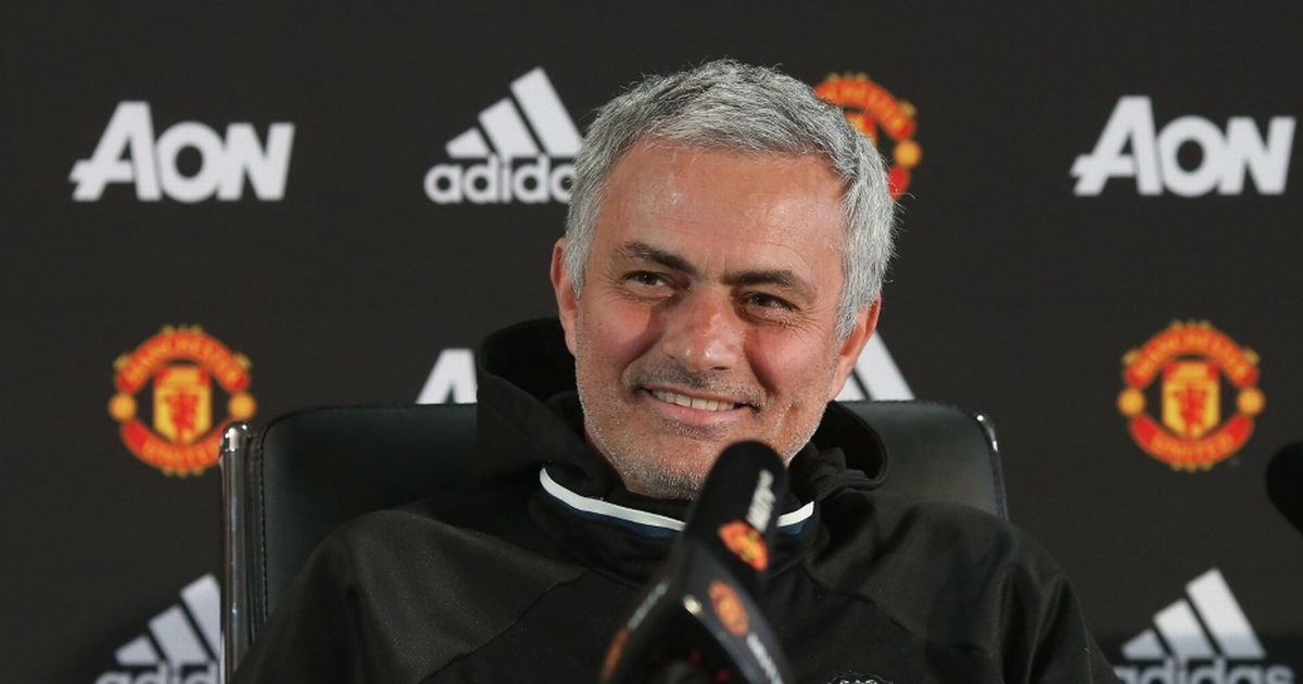 🇵🇹 Jose Mourinhos press conference: 🔘 3 minute rant about Marcus Rashford. 🔘 Read his stats & facts off a piece of paper. 🔘 Criticised a number of Englands U21 players. 🔘 Said the media are Compulsive Liers. 🔘 Says he Feels Sorry for the media. 🍿 Box Office.