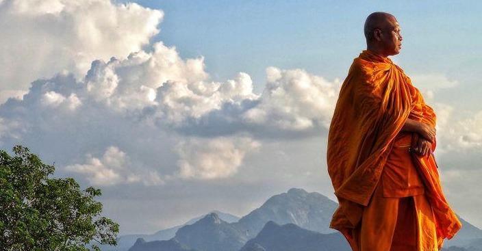 En Chine, au Népal, au Tibet, au Liban, au Pakistan, en Birmanie, en Syrie ou en France, partez à la découverte de personnes ayant fait un choix radical qui paraît fou face au tumulte du monde : devenir moines ou ascètes https://t.co/AOtPZanql8